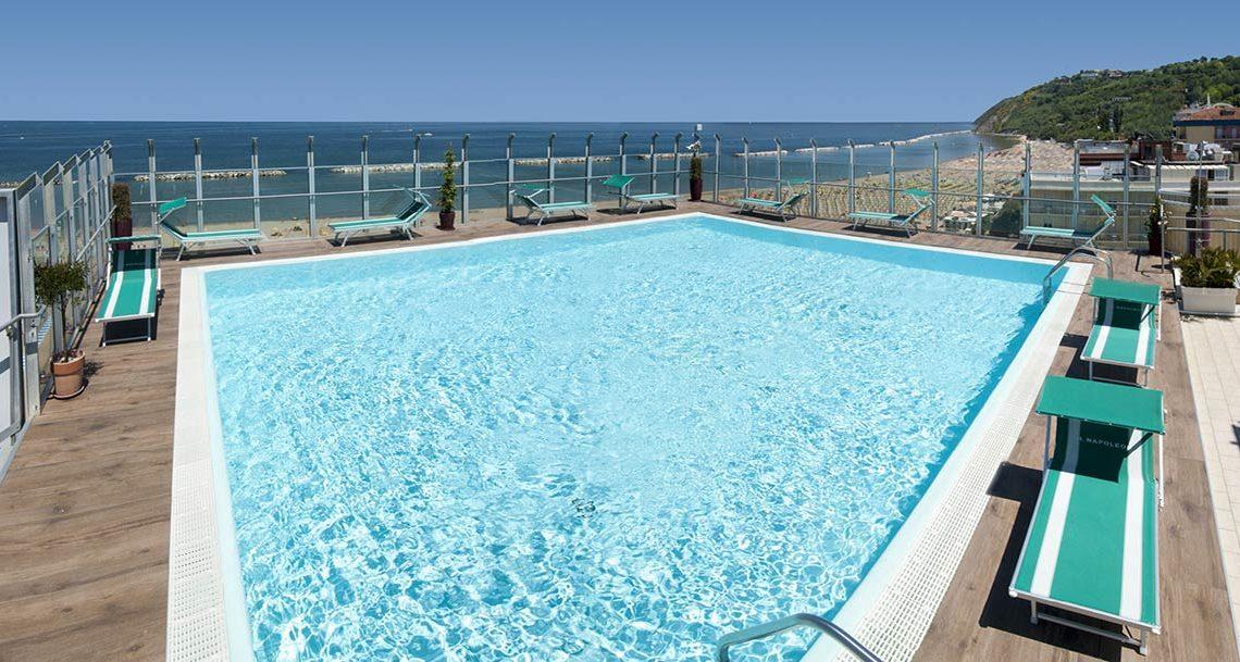 Hotel Napoleon: un'oasi di divertimento sul mare a Gabicce