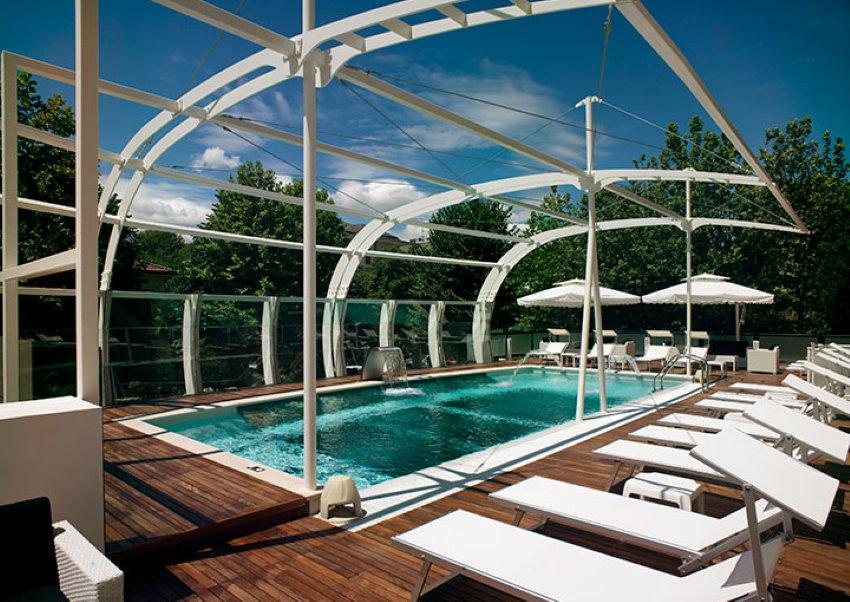 L'unico Hotel con Piscina sospesa a Riccione: ecco il sogno firmato Hotel Boemia!